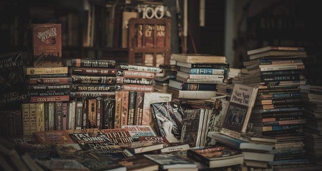 Poradnik: Co zrobić z książkami, których już nie potrzebujemy?