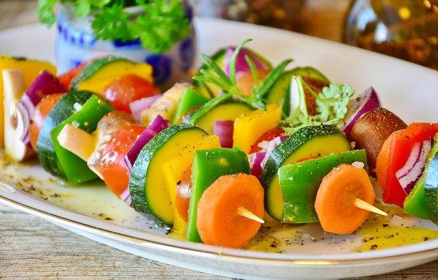 Zaspokajanie różnych potrzeb dietetycznych dzięki zdrowemu cateringowi