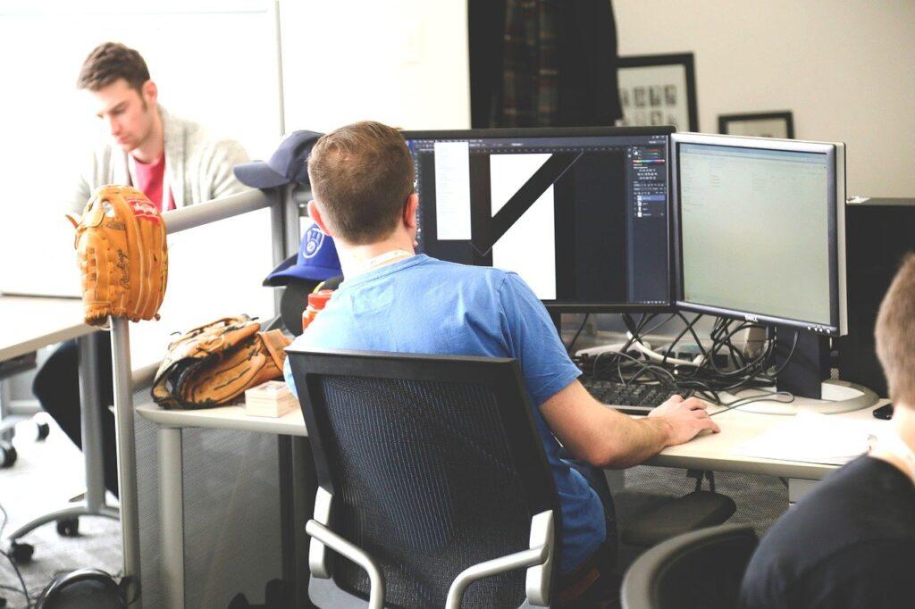Studio graficzne — czym różni się od agencji reklamowej?